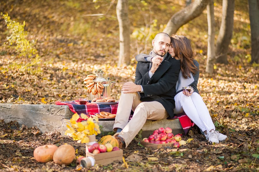 couple picnic in fall